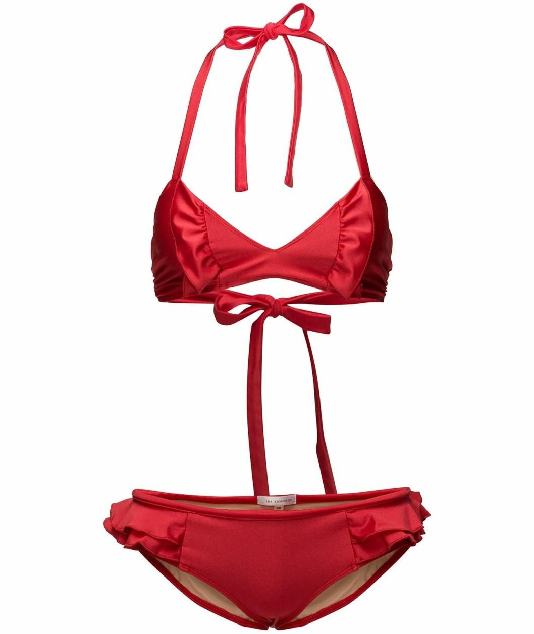 Röd bikini med volanger från Ida Sjöstedt 2018.