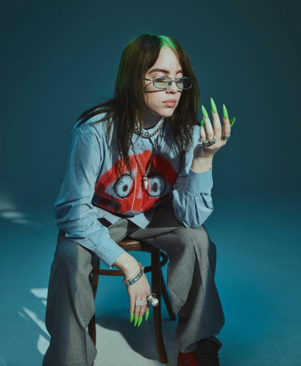 Billie Eilish i exklusiv intervju i ELLE, skjorta från Moschino Couture