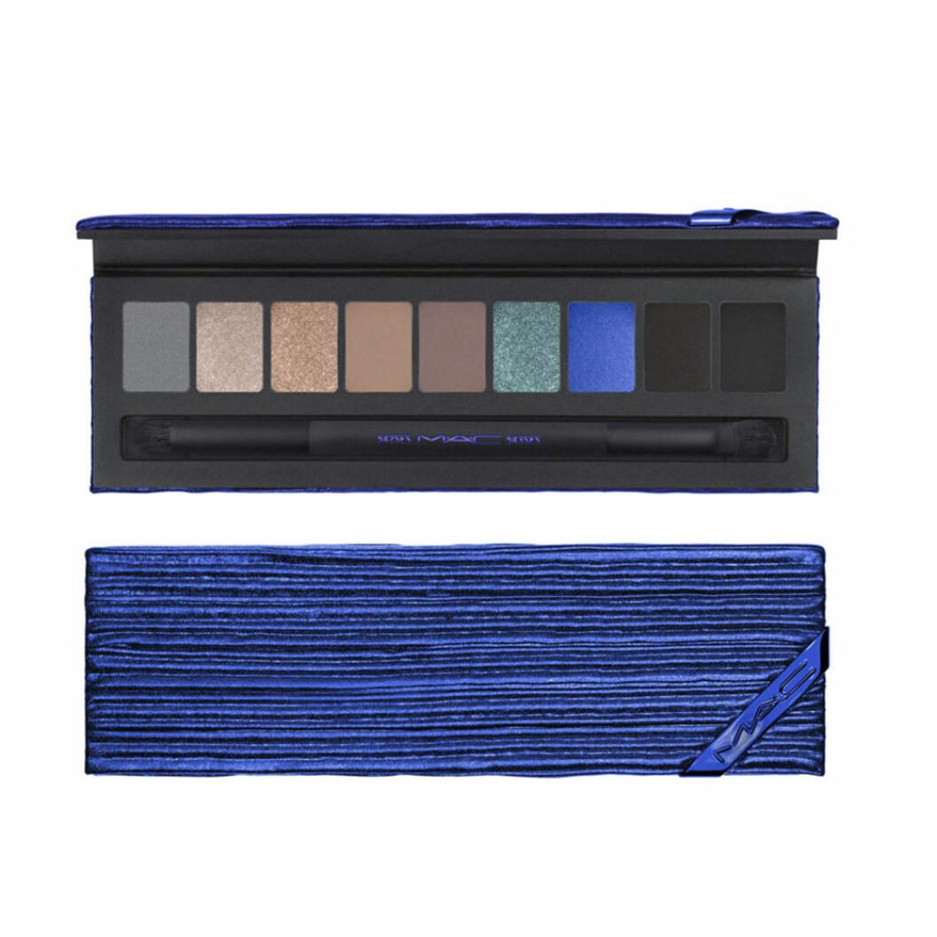 Palett med ögonskuggor i blå nyanser