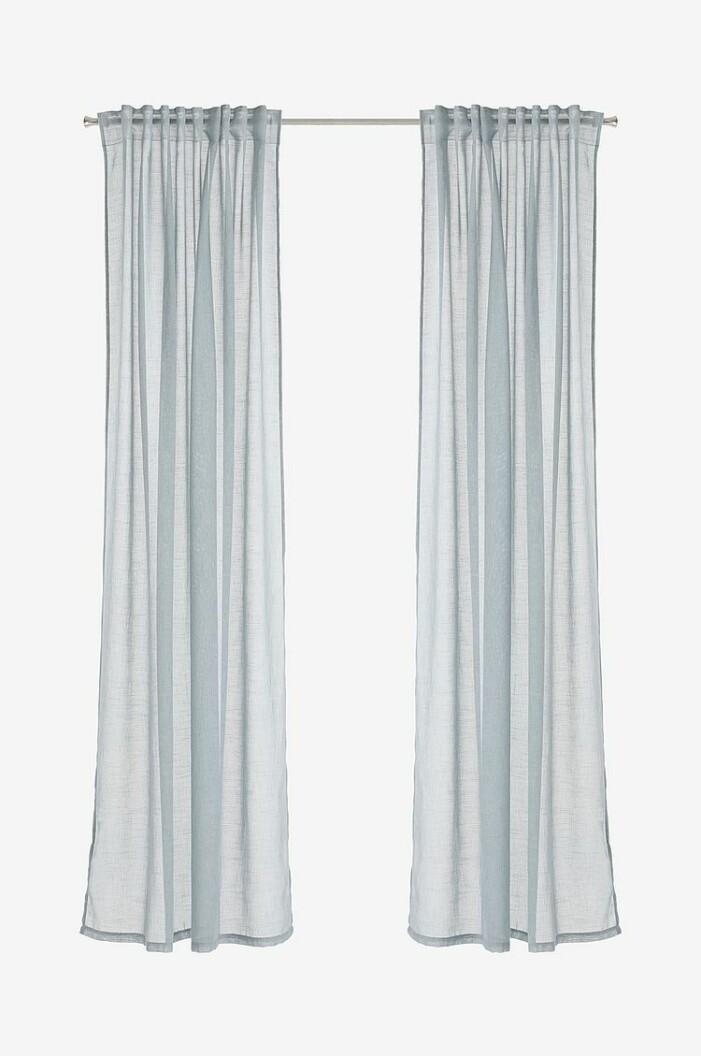 sovrum blå gardiner