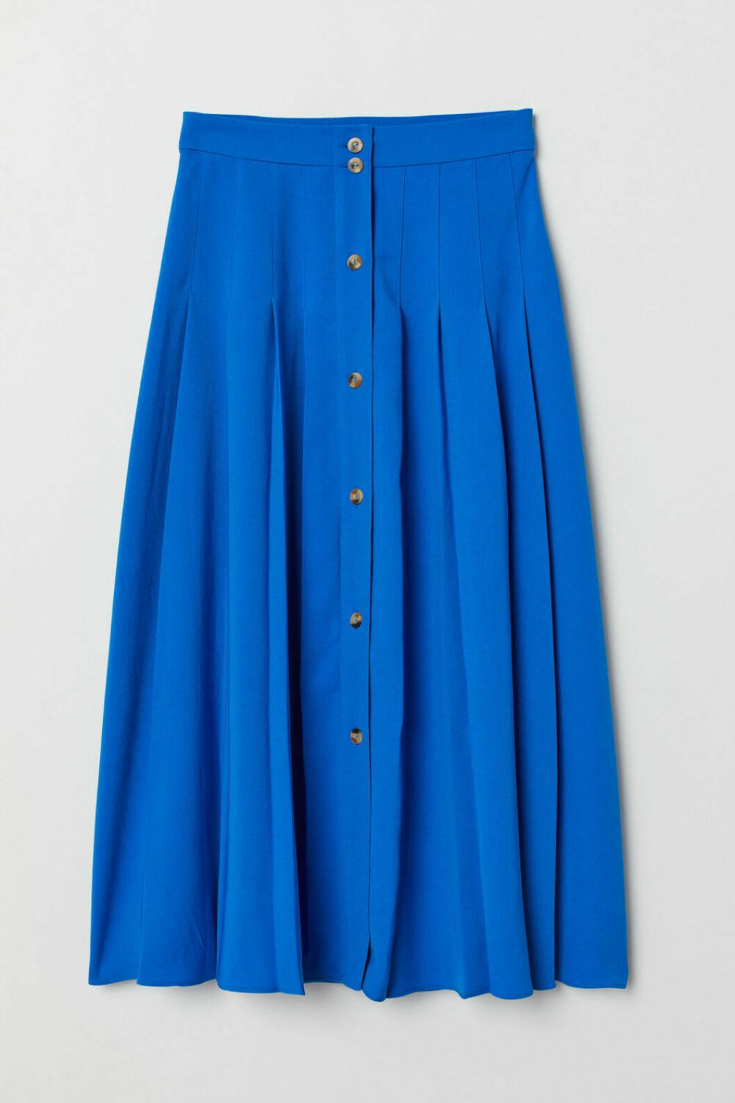 Blå veckad kjol