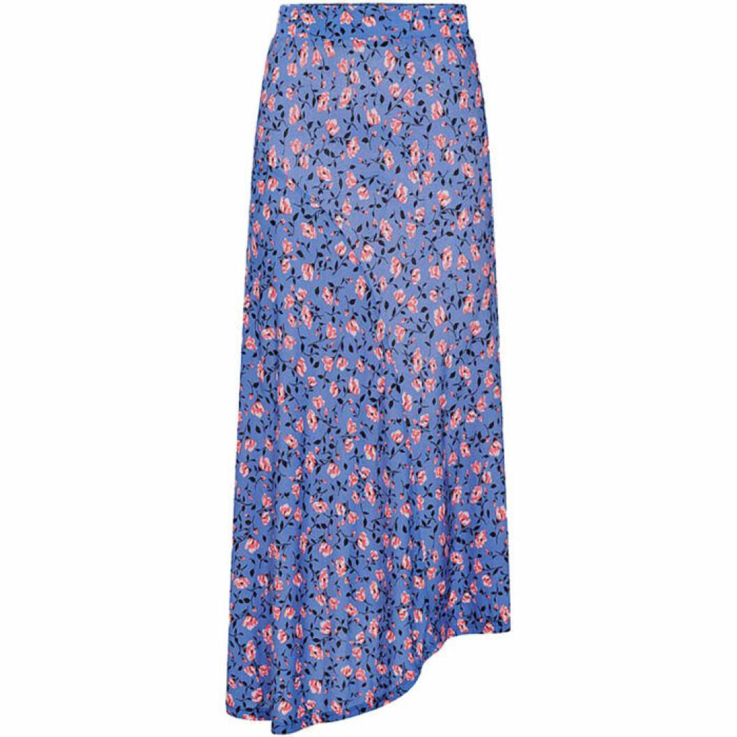 Blå kjol med små rosa blommor