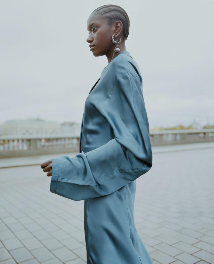 Blå klänning från Acne Studios