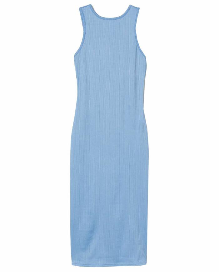 blå ribbad klänning