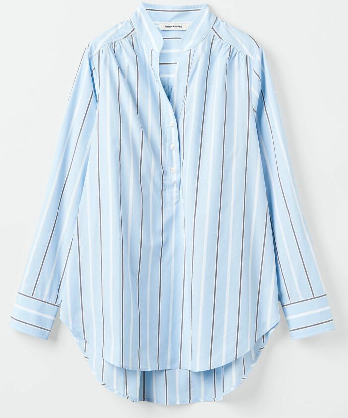 Blå skjorta med ränder från Carin Wester.