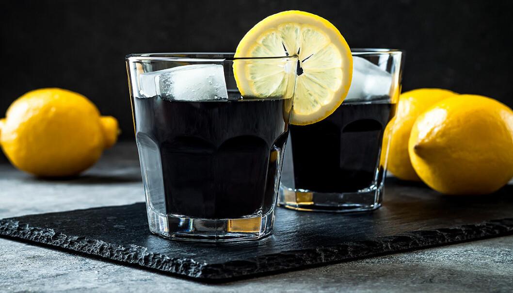 Black juice innehåller aktivt kol!
