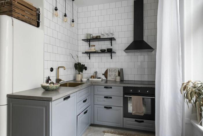 blågrå kök i Angelica Blicks lägenhet