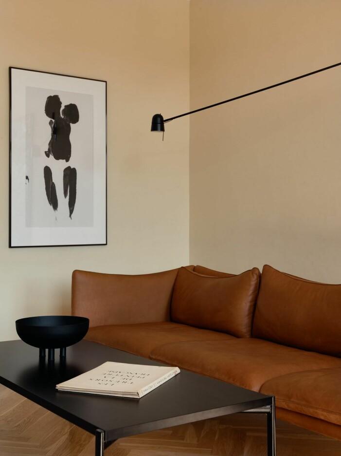 Blanda pastellfärger tillsammans med svart och brunt för stilrena kontraster.
