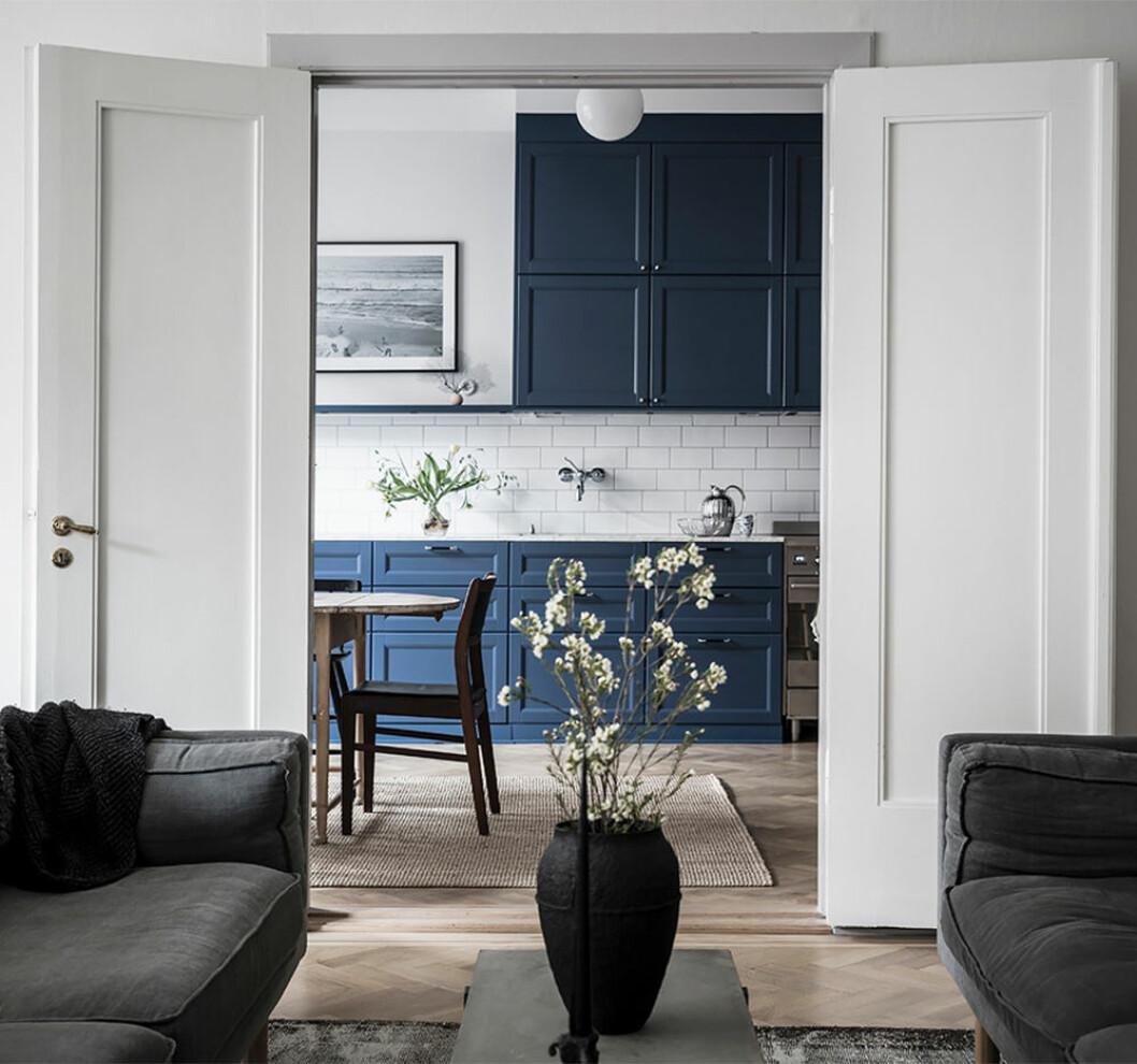 Kök i trendigt blått