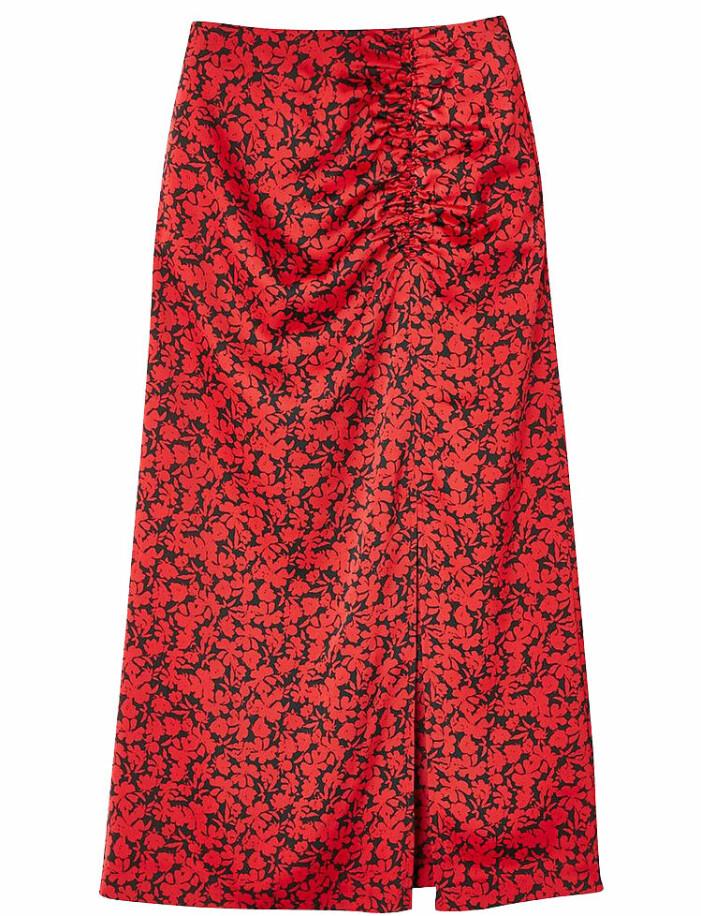 röd kjol med slits