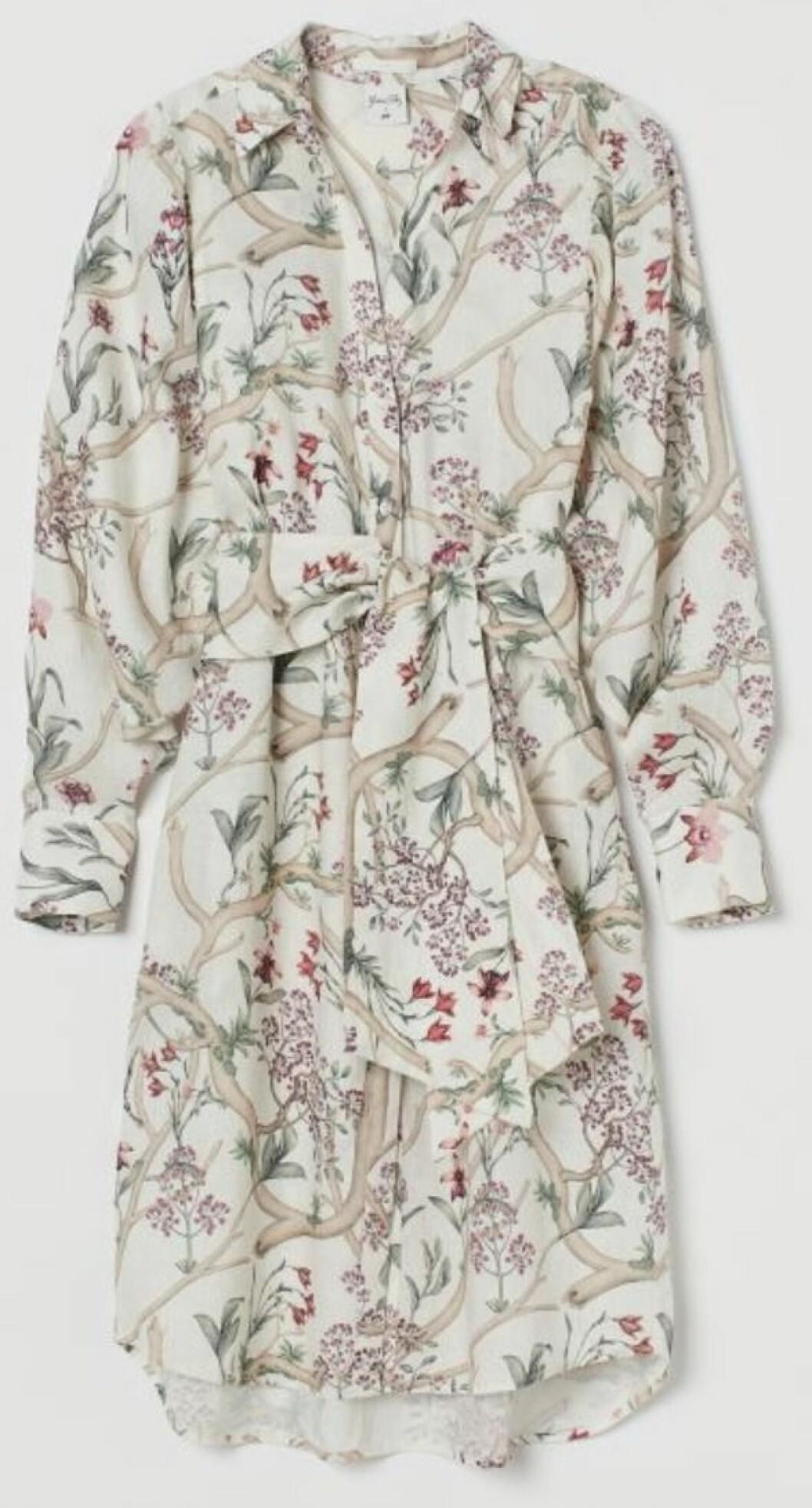 Blommig linneklänning i skjortmodell från Johanna Ortiz x H&M.
