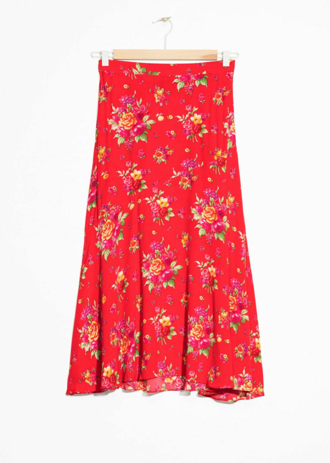 Blommig röd kjol