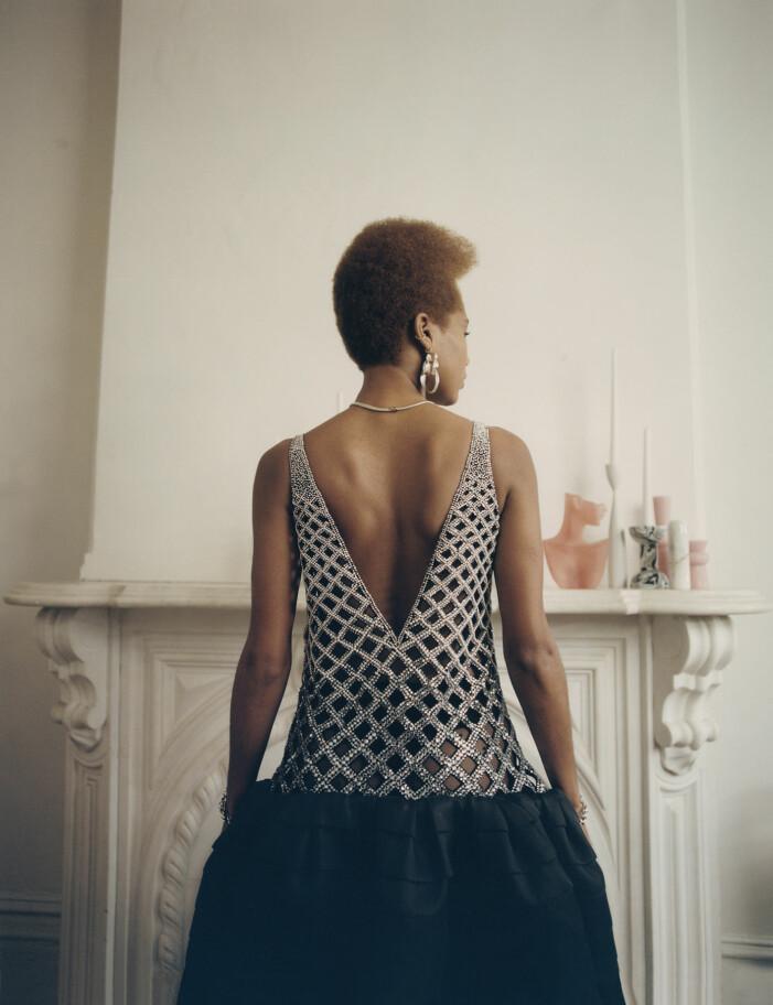 Na'Jeen har på sig en klänning från Lanvin