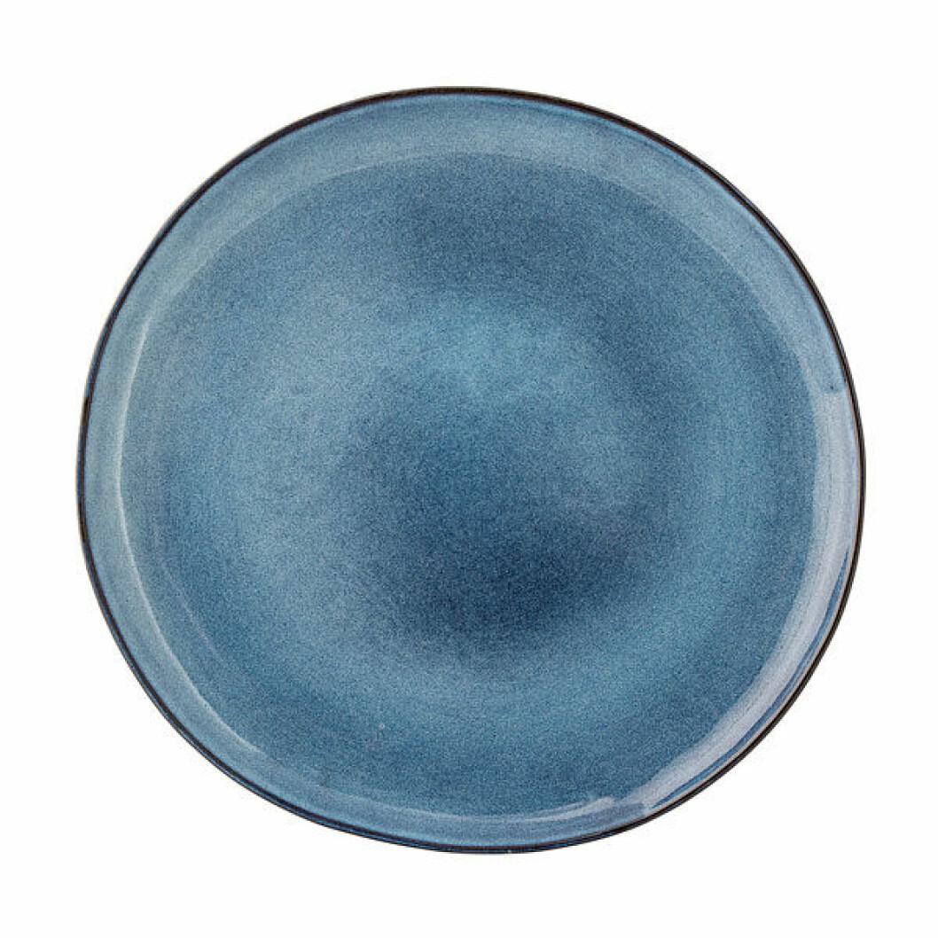 Rustik tallrik i vacker blå nyans från Bloomingville.