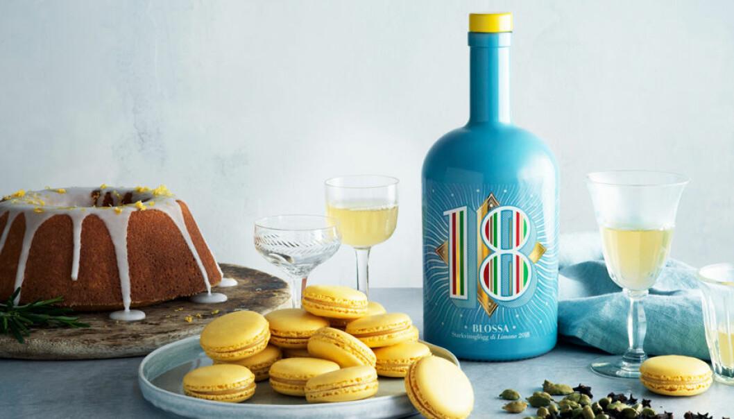 Blossas årgångsglögg 2018 smakar citron, basilika, timjan och rosmarin.