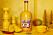 Flaskans färg och form är inspirerad av traditionell indisk skyltmålning.