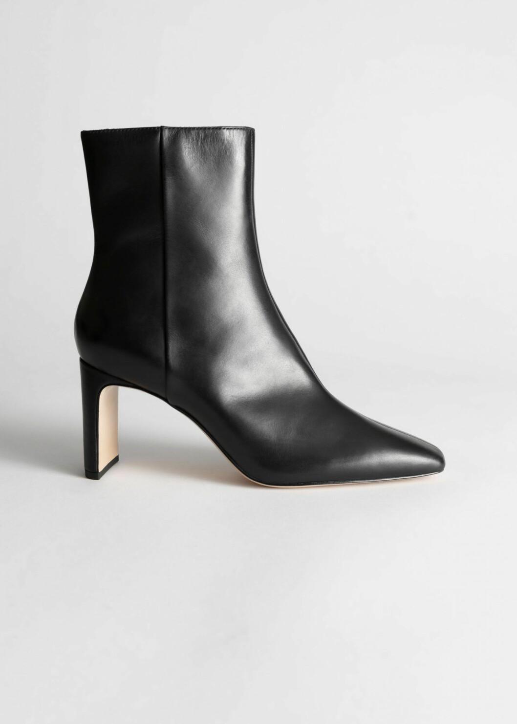 Ett par stilrena boots med en lagom hög klack gör dig redo för både både jobbmöten och afterwork.