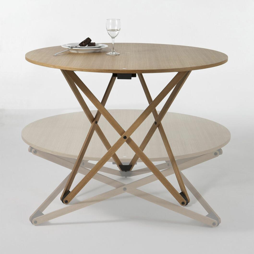 höj- och sänkbart matbord och soffbord i ett