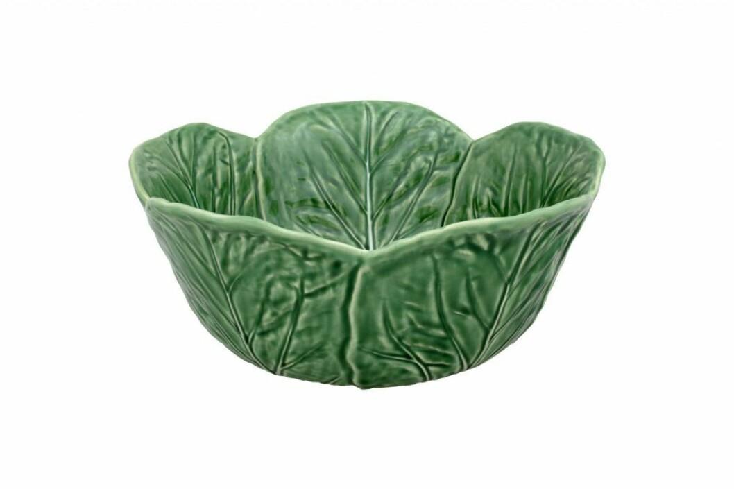 Låt porslinet gå i odlingstema och duka upp med serien Cabbage från Bordallo Pinheiro.