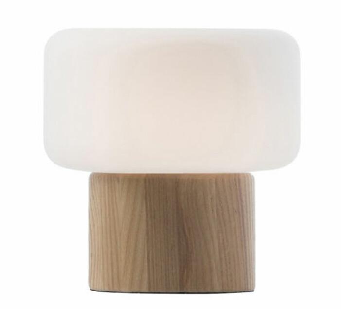 bordslampa i trä
