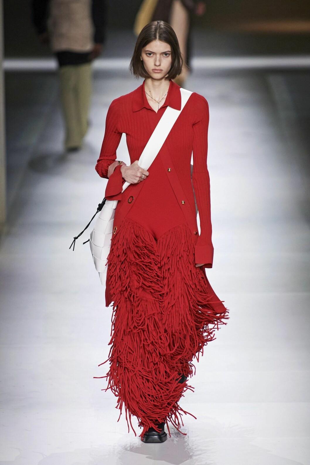 Röd fransklänning Bottega Veneta