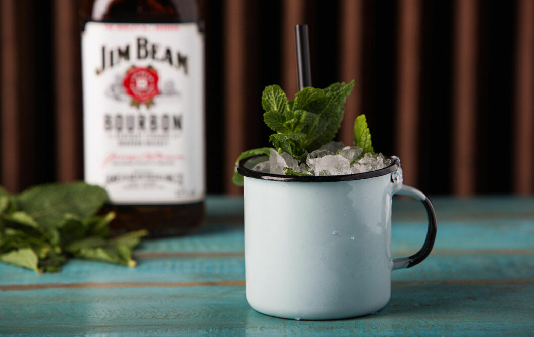 Mint Julep med Jim Beam Kentucky Straight Bourbon Whiskey.