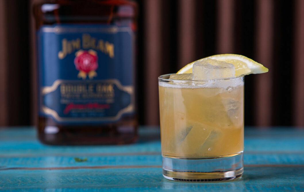 Whiskey Sour med Jim Beam Double Oak.