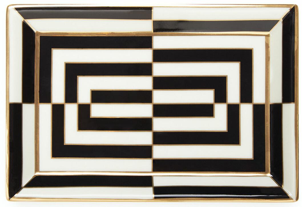 Svartvita ränder slår sällan fel och speciellt inte i denna mix på brickan Op Art från Jonathan Adler.