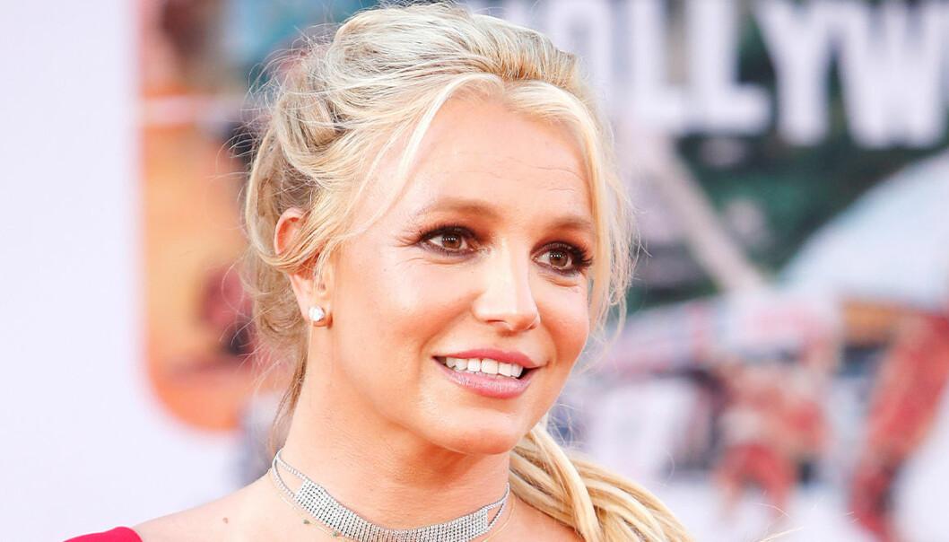 I ett inlägg på Instagram hyllar Britney Spears sina söner Preston och Jayden till skyarna samtidigt som hon visar upp en ovanlig bild. Läs hennes fina ord här!