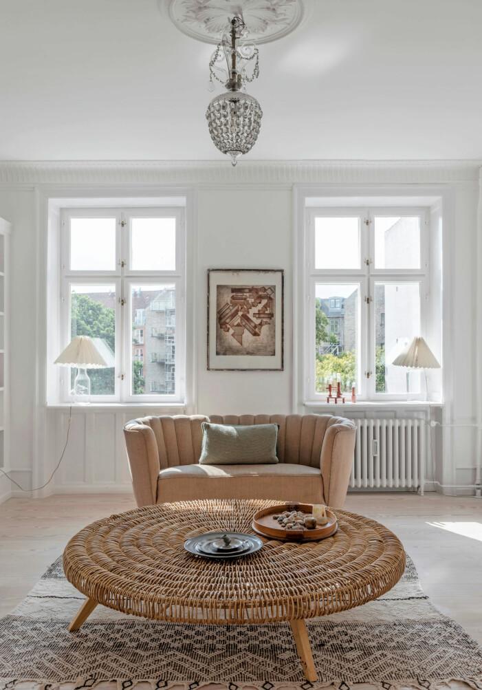 Hemma hos Britt Sisseck i Köpenhamn vardagsrum rottingbord