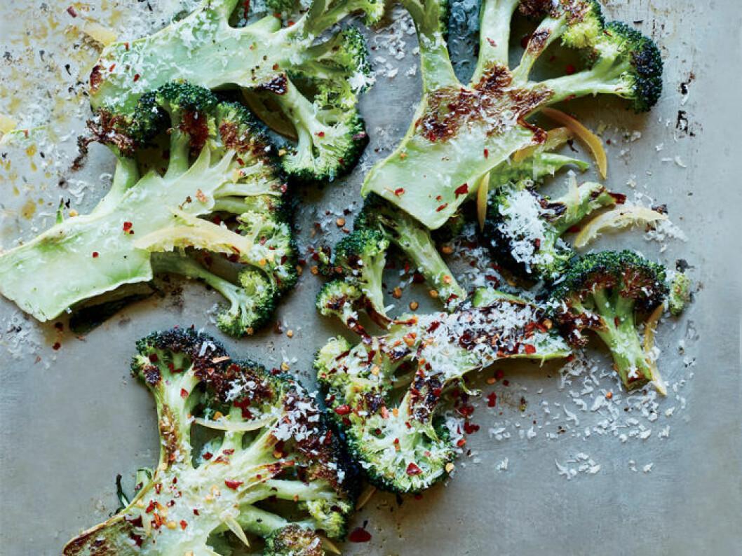 Nyttiga broccolichips.