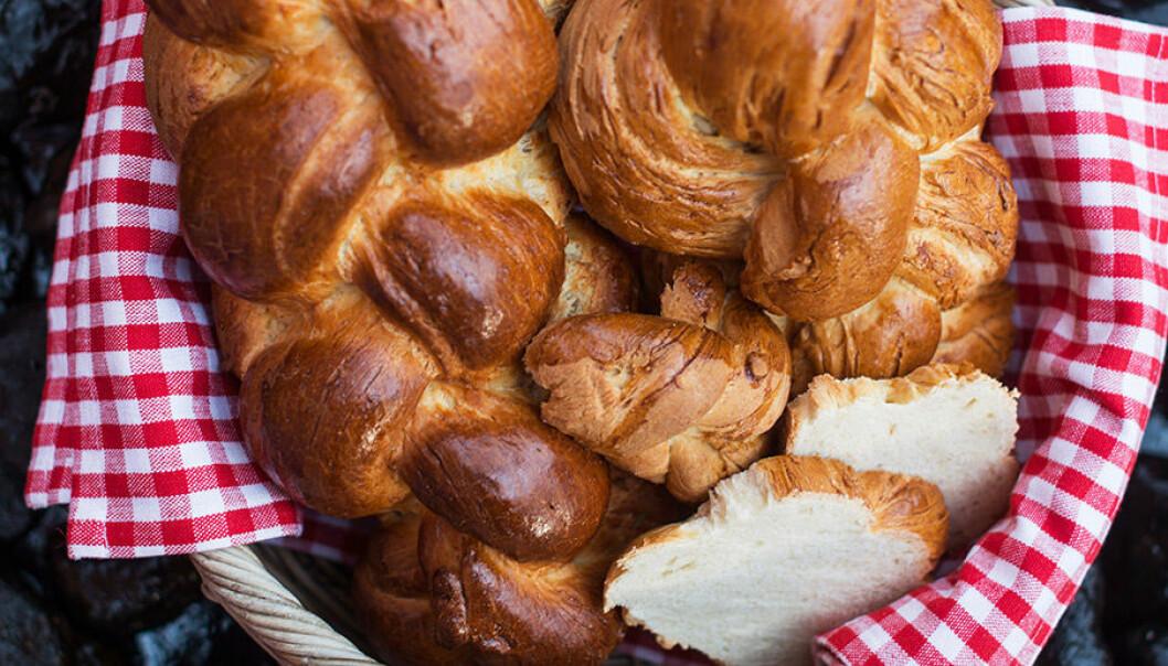 Flätat bröd med gruyère.