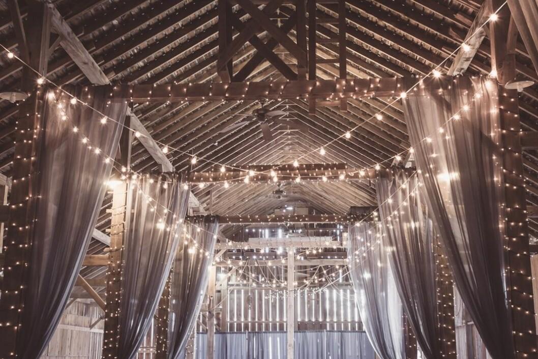 Dekorera lokal till bröllop med ljusslingor