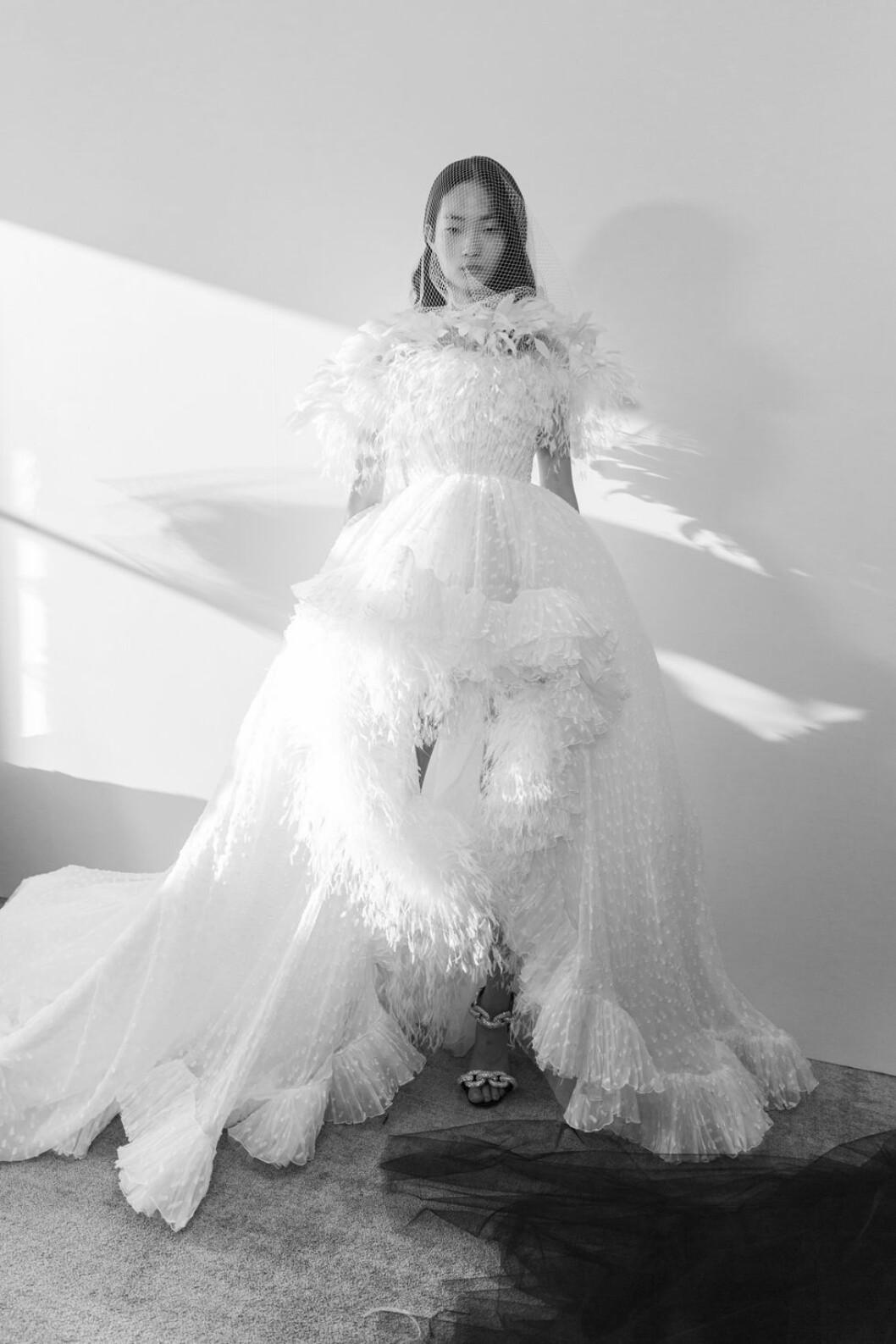 Giambattista Valli kort klänning med ett längre släp