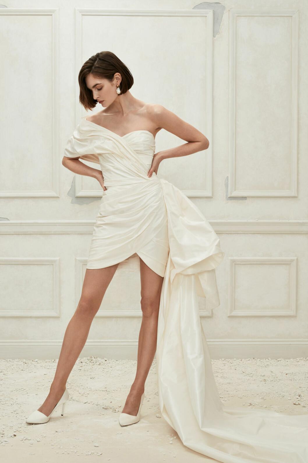 Oscar de la Renta kort klänning med ett längre släp