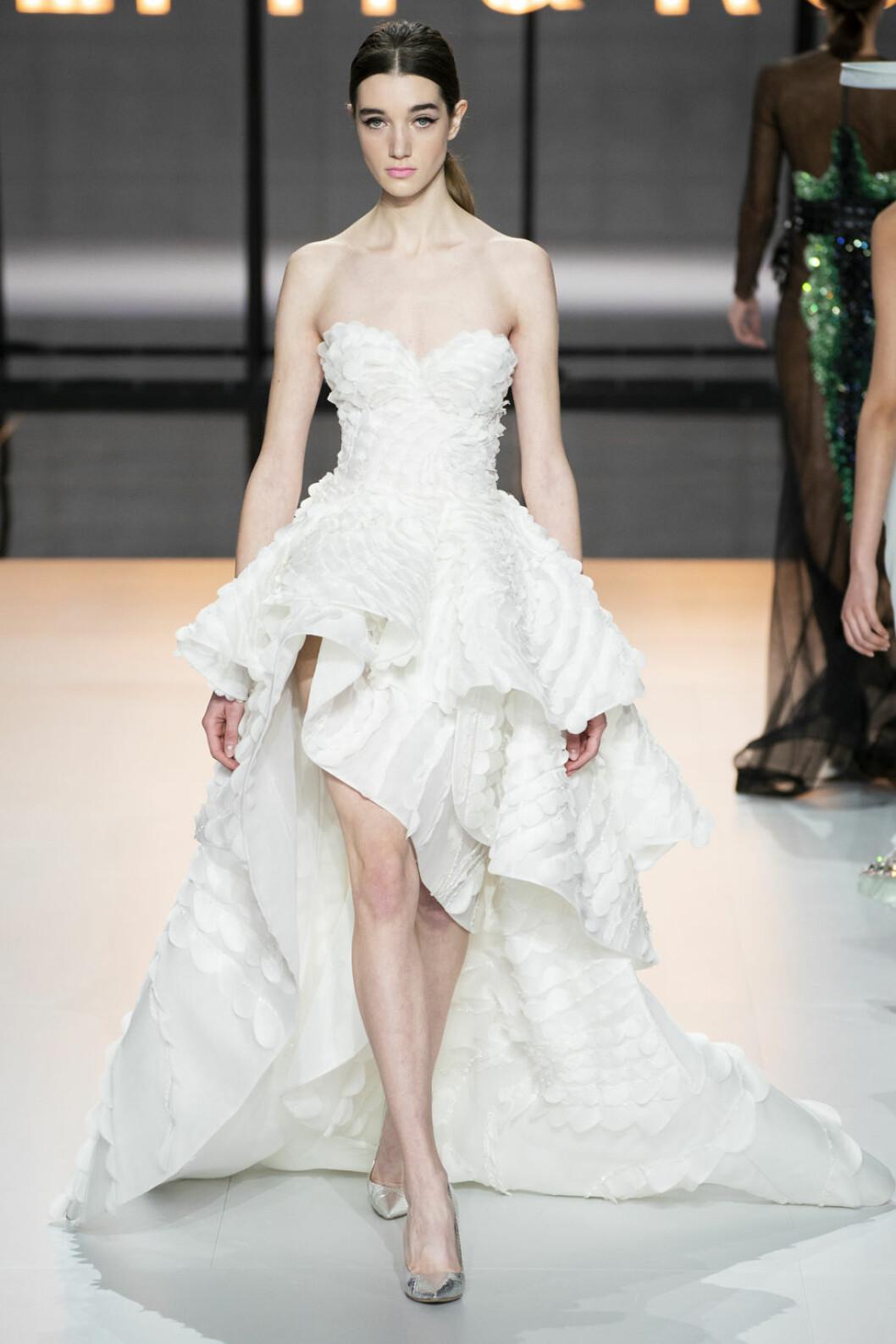 Ralph&Russo kort klänning med ett längre släp