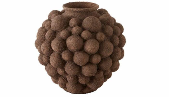 brun vas i keramik