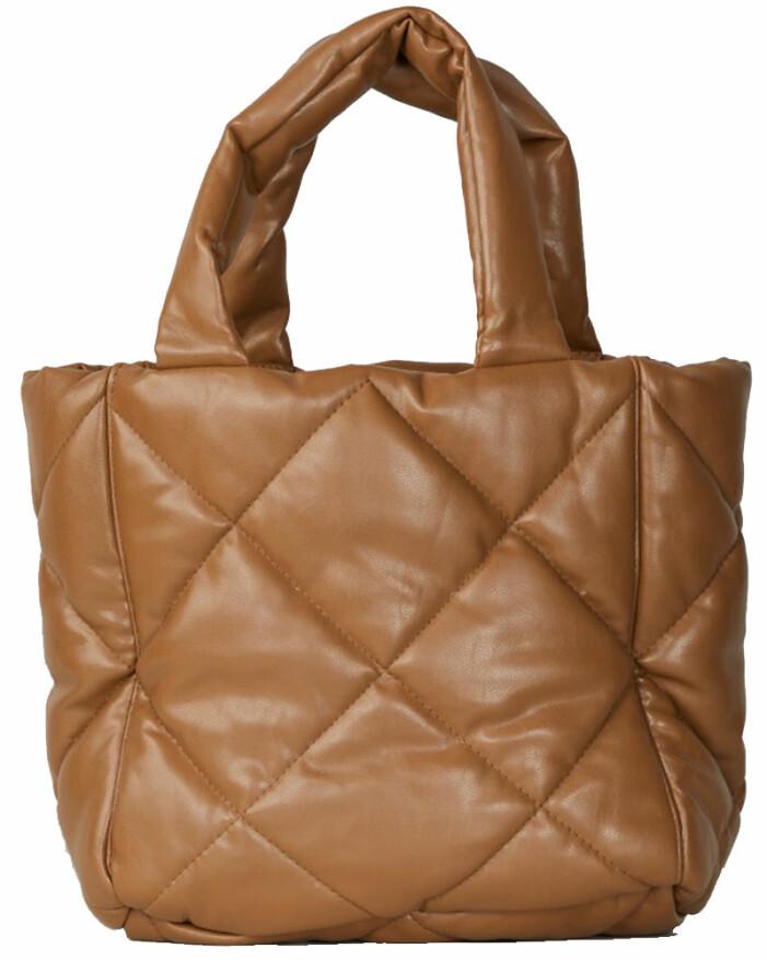 brun väska stand studio