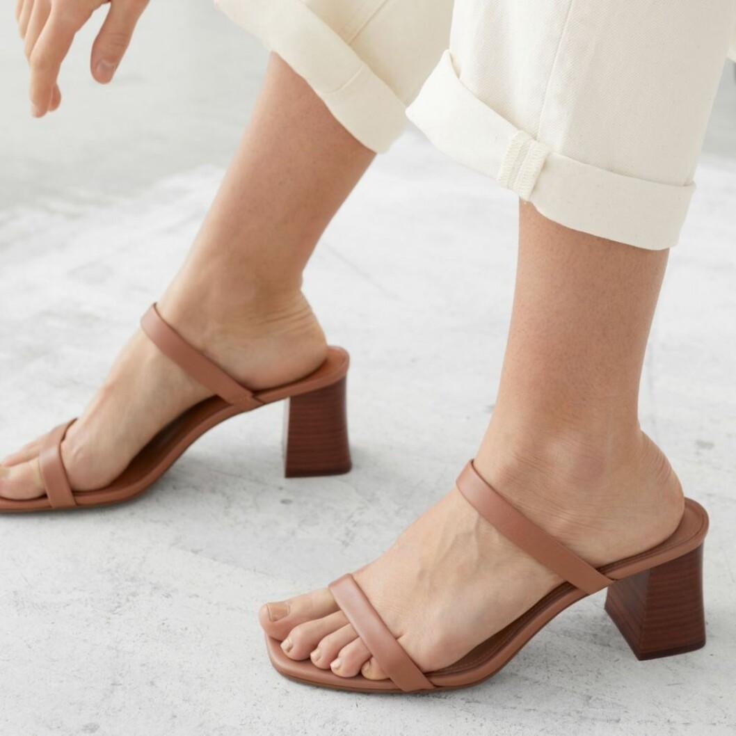 Bruna sandaler med smala remmar från & Other Stories
