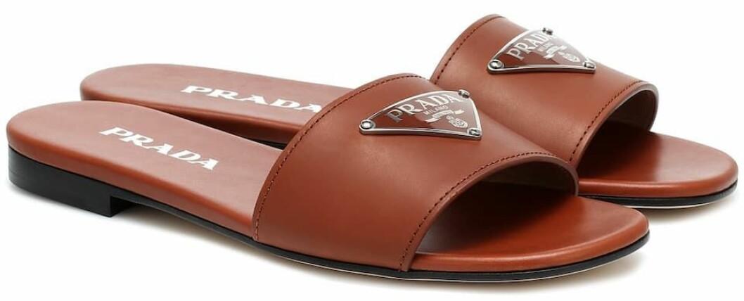 Slip-in sandaler i vacker nyans av brunt från Prada.