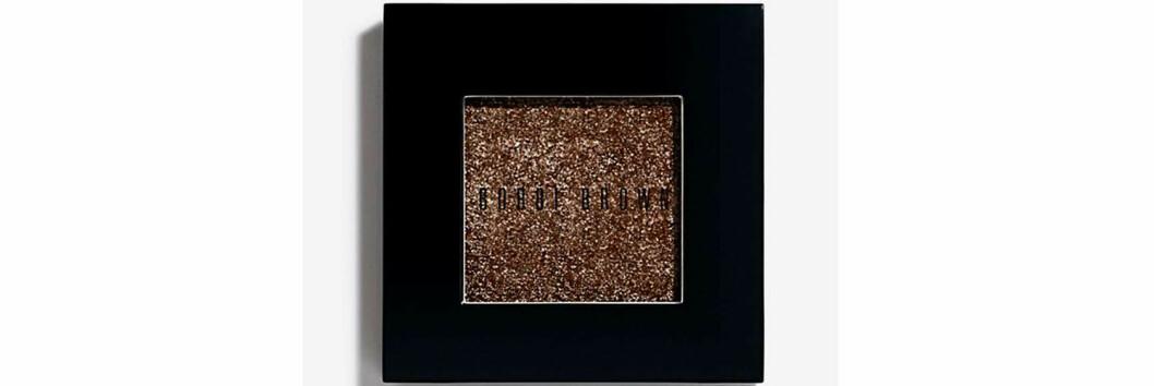 Ögonskugga i brun nyans med glitter