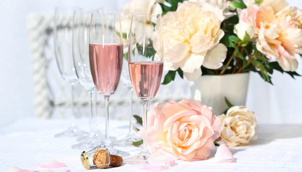 Skåla festligt, bubbligt och prisvärt med din älskling.