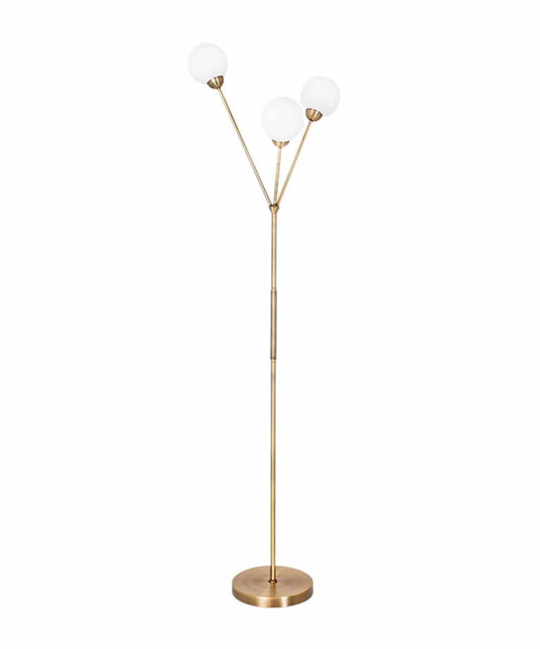 3some golvlampa i mässing och opalglas från By Rydéns