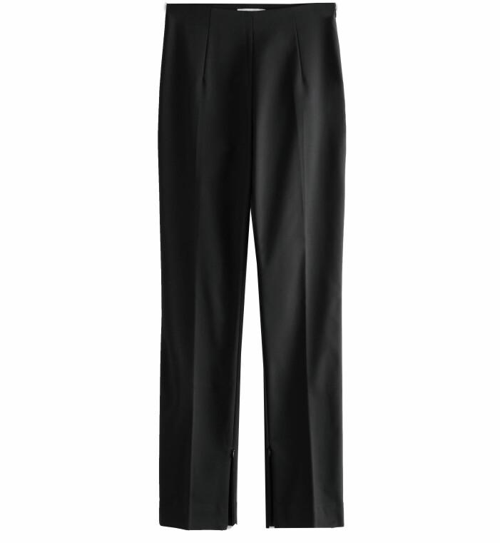 svarta byxor med slits
