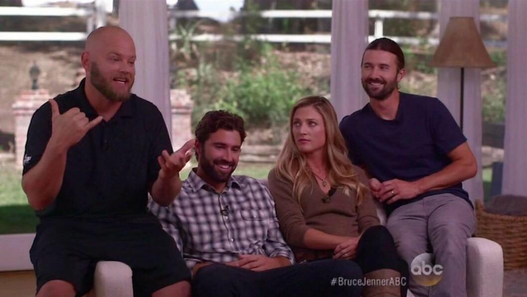 fyra personer i en soffa