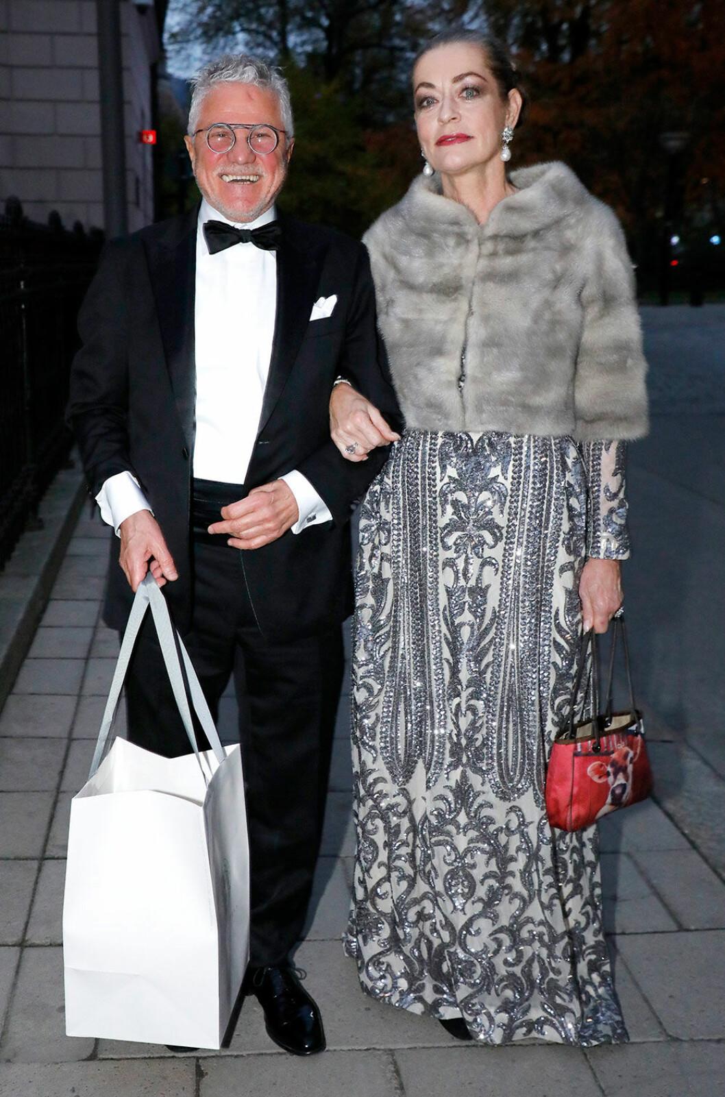 Camilla Thulin i grå långklänning på Nobelfesten 2018