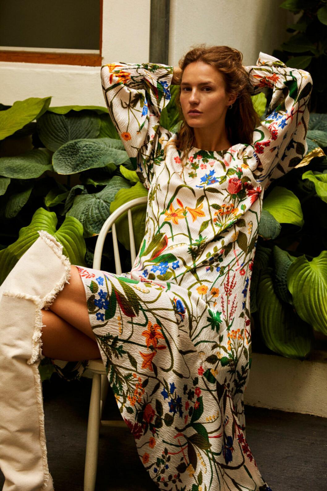 Vacker blommönstrad klänning från Rodebjers senaste kollektion