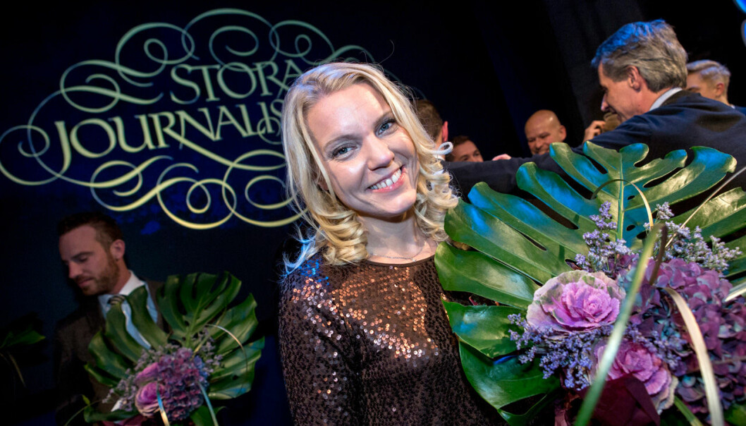 Carina Bergfeldt tar emot Stora journalistpriset