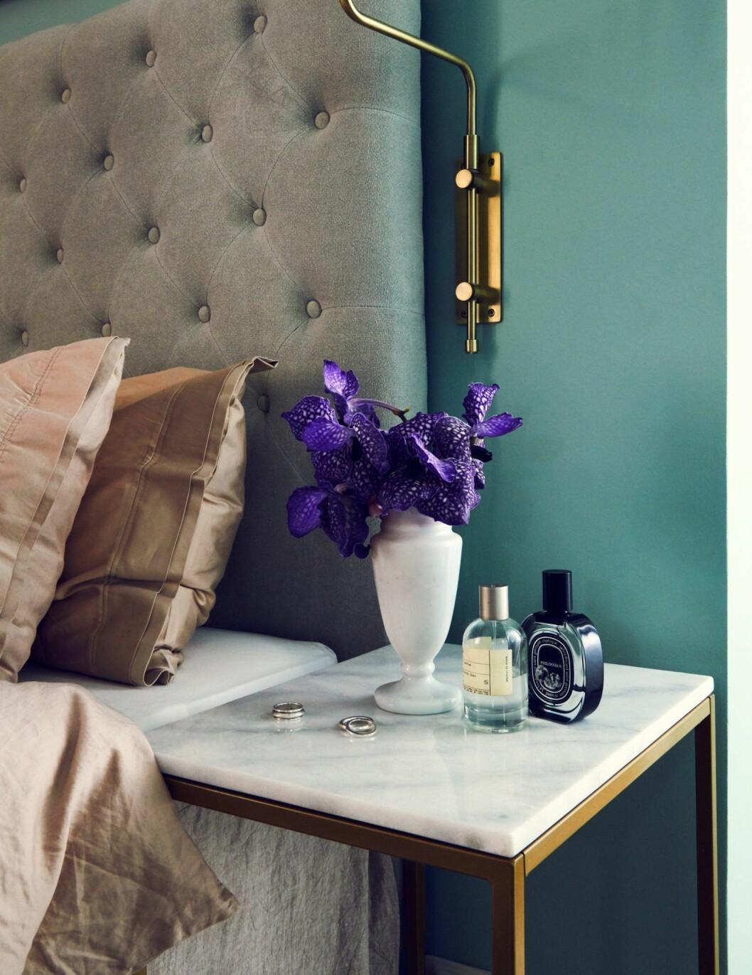 Sovrumsdetaljer hemma hos modellen och programledaren Caroline Winberg i Stockholm