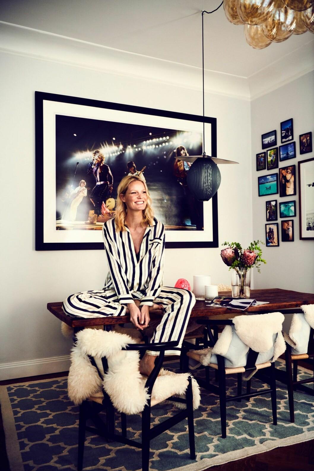 Caroline Winberg i sitt hem i Stockholm